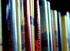 Para os leitores de plantão, a editora Cosac Naify oferece uma série de descontos para os mais diversos títulos da literatura brasileira.