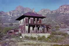 Silver King - Arizona Ghost Town - There is something intriguing about Abandoned Buildings. Rusty Tin Roves and isolated landscapes. Abandoned Mansions, Abandoned Buildings, Abandoned Places, Abandoned Castles, Spooky Places, Haunted Places, Ghost Towns Of America, Nevada, Arizona Ghost Towns