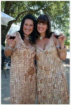 We are inspired by these wine cork dresses, creative and time consuming - pun intended! Wine Craft, Wine Cork Crafts, Diy Cork, Wine Cork Projects, Craft Projects, Craft Ideas, Diy Ideas, Wine Cork Art, Wine Bottle Corks