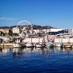 Cannes souvenir... {Cannes harbour in the South of France in a sunny day of last August}  Un souvenir da Cannes e dall'estate.  Proprio oggi che la nebbia non ci permette di vedere fuori e ci aggroviglia i pensieri. Cannes una delle belle sorprese del nostro lungo viaggio in Francia una città che è riuscita a scardinare pregiudizi e idee sbagliate. La credevamo costosa e snob la pensavamo patinata e un po' finta. E invece si è rivelata bella con un cuore autentico e perfino... Low-cost! Ve…