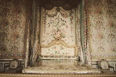 Marie Antoniette's bedchamber at the Petit Trianon, Versailles. Check out the gorgeousness. It's simply dripping with feminity and lavishness, non? All of that moulding, the floral wallpaper and fabrics, the gold accents… j'adore!