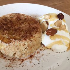 Goat Cheese Cake with Hazelnut, Easy and Cheap - Clean Eating Snacks Cheap Clean Eating, Clean Eating Snacks, Banana Mug Cake, Cake Recept, Mug Cake Healthy, Cold Cake, Breakfast On The Go, Savoury Cake, Healthy Baking