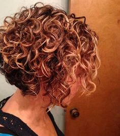 Short curly hairstyles appears charming and voluminous. It works better on peopl. - - Short curly hairstyles appears charming and voluminous. It works better on people with thin hair texture since he waves and the curls can make the hea. Short Curly Hairstyles For Women, Haircuts For Curly Hair, Short Curly Bob, Curly Hair Cuts, Short Hair Styles, Everyday Hairstyles, Bob Haircuts, Layered Hairstyles, Frizzy Hair