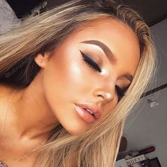 5 Tips on How to Achieve a Perfect Full-Face Summer Glow Makeup Look: Try Metallic Lipstick Loading. 5 Tips on How to Achieve a Perfect Full-Face Summer Glow Makeup Look: Try Metallic Lipstick Full Face Makeup, Kiss Makeup, Beauty Makeup, Eye Makeup, Hair Makeup, Hair Beauty, Makeup Brushes, Makeup Hairstyle, Makeup Eyebrows