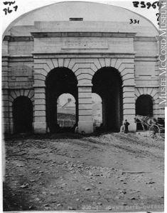 Photographie | Porte Saint-Jean, Québec, QC, 1868 | I-33954.1