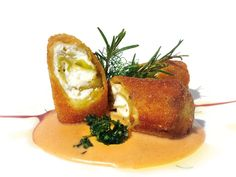 Ricette degli chef | La Madia prima rivista in Italia specializzata nel settore Food - Pagina 6 Vegan Dishes, Tasty Dishes, Salad Presentation, Pasta E Fagioli, Xmas Dinner, Weird Food, Finger Food Appetizers, Antipasto, Creative Food