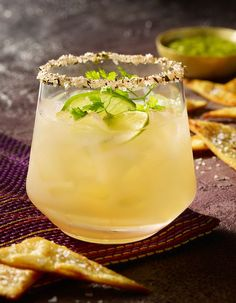 Recette Cocktail Azteca tequila mangue citron vert : Versez la tequila, la liqueur de mangue et le jus de citron vert dans un shaker rempli de glace. Secouez é...