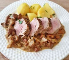 Sprinkled with parsley .: Pork fillet cooked perfectly in the oven - Kochrezepte Healthy Options, Healthy Recipes, Pork Fillet, Healthier You, Junk Food, Oatmeal, Oven, Food And Drink, Low Carb