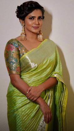 Beautiful Women Over 40, Beautiful Girl Image, Beautiful Ladies, Most Beautiful Bollywood Actress, Beautiful Actresses, India Beauty, Asian Beauty, Saree Photoshoot, Beautiful Blonde Girl