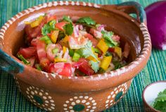 """Cette petite salade colorée est une de mes favorites ! Pour cette raison je l'ai incluse dans mes """"3 Menus de Fête"""", un PDF qui fait partie de la formation en ligne intégralement téléchargeable """"Club Santé du Gourmet Végétarien"""" ("""