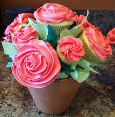 how to make a mixed size Cupcake Bouquet using a STYROFOAM Ball-I'm gonna make these for Tommi's party :)