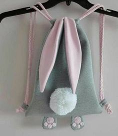 Bunny backpack - no link to pattern Sewing For Kids, Baby Sewing, Diy For Kids, Fabric Crafts, Sewing Crafts, Sewing Projects, Knitting Projects, Sewing Diy, Creation Couture