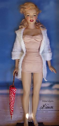 Marilyn Monroe Dolls ~~ For more:  - ✯ http://www.pinterest.com/PinFantasy/gente-~-marilyn-barbie-and-other-dolls/