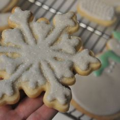 Video: How to Make Sugar Cookie Icing | Cupcakes & Cashmere