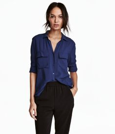Dark blue. Long-sleeved shirt in woven viscose fabric with a collar, chest pockets with flap, and slits at sides. Slightly longer at back.