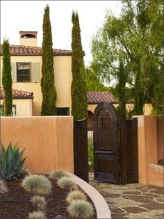 Mediterranean style house and entry!  LOVE THIS!!!