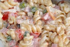 Zutaten 500 g Nudeln (Spirelli) 2 Pck. Feta-Käse 1 Salatgurke(n) 6 Tomate(n) 1 Paprikaschote(n), rot 1 Dose Mais Ring/e … No Salt Recipes, Top Recipes, Veggie Recipes, Salad Recipes, Cooking Recipes, Macaroni Salad, Pasta Salad, Sweet And Salty, Food 52