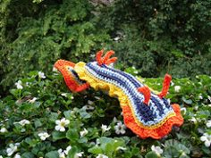 Ravelry: SEA SLUG Chromodoris quadricolor pattern by Tanja Osswald Crochet Fish, Freeform Crochet, Crochet Art, Crochet Toys, Free Crochet, Irish Crochet, Crochet Sea Creatures, Crochet Animals, Ocean Creatures