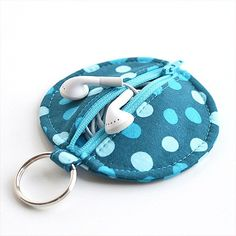 Quality Sewing Tutorials: Circle Zip Earbud Pouch tutorial by Dog Under My Desk Sewing Hacks, Sewing Tutorials, Sewing Crafts, Sewing Tips, Sewing Ideas, Free Tutorials, Free Sewing, Sewing Men, Bag Sewing Pattern