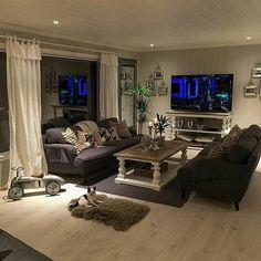 Så fint og innbydende hos #Repost @idatjernsmo #Dubaisalongbord140 og #dubaikonsollbord fra @classicliving #classicliving #homedecor #drivved #salongbord #coffetable #consoletable #konsollbord #resirkulerttreverk #homedecor #homeandliving #livingroom #stue