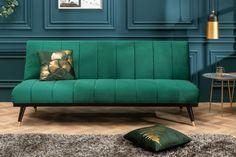 Luxusná rozkladacia sedačka smaragdovo zelená. Couch Design, Sofa Couch, Halle, Chesterfield, Ottoman, Sweet Home, Interior Design, Elegant, Chair