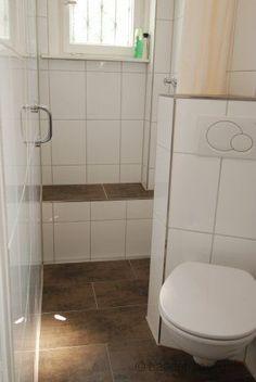 Elegant Dusch  Und WC Auf Engstem Raum.