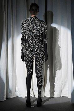 Maison-Martin-Margiela_Haute-Couture_Artisanal_2010_Nl  aus Papier oder Leder