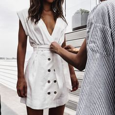 Best Casual Outfits For This Summer Need a stylish outfit that you aren't afraid to wear out in the heat? Take home one of these eight summer casual outfits to be trendy AF! Best Casual Outfits, Dressy Outfits, Casual Dressy, Look Fashion, Fashion Outfits, Womens Fashion, Fashion Clothes, Fashion Details, Elegantes Outfit