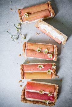 ... rhubarb tart (gluten/dairy free) ...