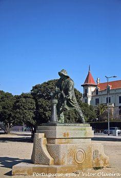 "Escultura ""O Homem do Leme"" - Porto - Portugal by Portuguese_eyes, via Flickr"