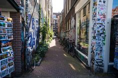 Streets of Amsterdam at summer! Street Art, Netherlands, Alley, Bikes  http://tinytrek.blogspot.fi/2016/08/amsterdam.html