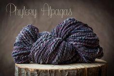 hand spun yarn alpaca grey plum violet. Alpaga filé à la