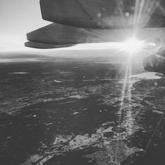 #tak #oslo #soldout #rockefeller #paradise #tour • • • • #onthego #fly #sky #sunrise #early #morning #foggy #cold #norway #nature #travel #coolcats #miss #theschnu #dongdong #landscape #bw #skyscape #hornigram #view #work #ilovehorni
