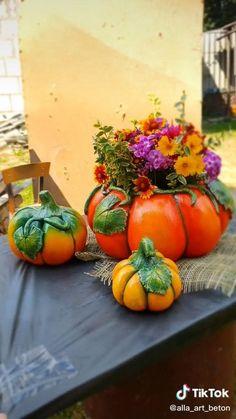 Diy Crafts For Home Decor, Diy Crafts Hacks, Diy Arts And Crafts, Creative Crafts, Cement Flower Pots, Flower Pot Crafts, Concrete Crafts, Autumn Crafts, Garden Crafts