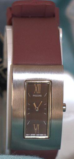 Reloj de caja cuadrada y correa burdeos PULSAR por PetraCool