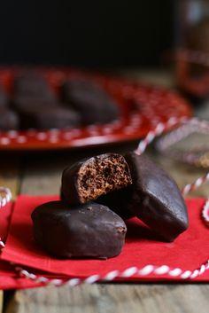 Mustaccioli morbidi al cioccolato Cookie Desserts, Cookie Recipes, Dessert Recipes, Italian Pastries, Italian Desserts, Biscotti Cookies, Sicilian Recipes, Traditional Cakes, Italian Cookies