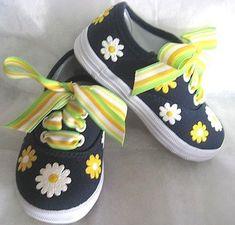 Barnskor - Girls Daisy Shoes Baby and Toddler  Hand by boygirlboygirldesign, $30.00 - Hos www.shoelovers.se