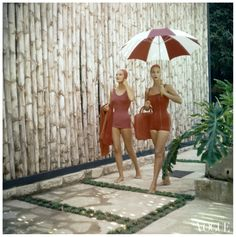Photo Clifford Coffin – Two Models in Red Bathing Suits with Umbrella Conde Nast Archive Vogue 1955