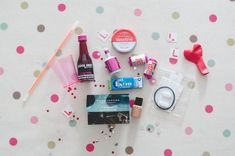 DIY Hen Party Gift Bags, Filler Ideas Visual inspiration for bridalparty/hen night Hen Do Party Bags, Hen Party Favours, Hen Party Gifts, Party Gift Bags, Hen Party Survival Kit, Hangover Survival Kit, Survival Kit Gifts, Hen Night Ideas, Hens Night