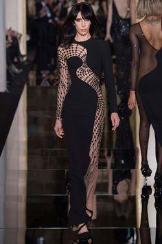 Одно из главных модных мероприятий начала года - парижская Неделя высокой моды, начало свою работу в воскресенье 25 января. Первой свои наряды haute couture представила Донаталла Версаче. Центральное место в коллекции Atelier