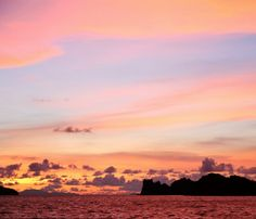 A beautiful sunset captured by @stilettoes_diva in #Langkawi.