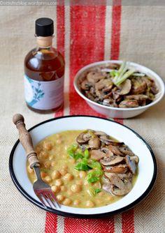 Korianderes csicseriborsó főzelék vajban sült gombával