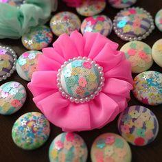 女性で、のくるみボタン/ビーズ刺繍/ハンドメイド/手作りについてのインテリア実例を紹介。「可愛いピンク♥️」(この写真は 2014-03-04 08:30:34 に共有されました)