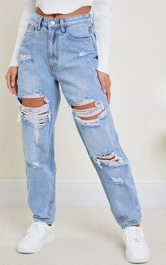 Blue Ripped Jeans Outfit, Cute Ripped Jeans, Blue Mom Jeans, Mom Jeans Outfit, Light Wash Ripped Jeans, Ripped Boyfriend Jeans, Denim Jeans, Teen Fashion Outfits, Retro Outfits