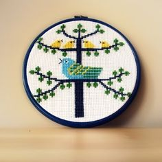 tweeting birds / cross-stitch Cross Stitch Cushion, Cross Stitch Bird, Birds 2, Counting, Needlework, Stitches, Embroidery, Pattern, How To Make