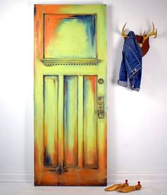 Here's something a little different from Canadian Painter Ildiko Horvath, from Restored4u has given an old door a vibrant makeover with Chalk Paint. She teamed my brand new colour Lem Lem with Provence, Napoleonic Blue and Barcelona Orange to create a clashing, bohemian look. What colours are you using with Lem Lem? #anniesloan #furniturepaint #anniesloanandoxfam