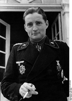 Generalmajor Hermann Leopold August von OPPELN-BRONIKOWSKI (2 January 1899 – 19 September 1966) Knight's Cross on 1 January 1943 as Oberst and commander of Panzer-Regiment 204; 536th Oak Leaves on 28 July 1944 as Oberst and commander of Panzer-Regiment 22; 142nd Swords on 17 April 1945 as Generalmajor and commander of the 20. Panzer-Division
