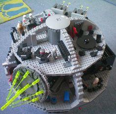 Fertig aufgebauter Star Wars Todesstern von Lego - vielen Dank für das tolle Foto vom Lego Todesstern an Leonard.