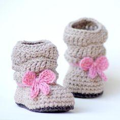 Crochet Patterns Booties Crochet Pattern 217 Baby Slouch Boot Mia by TwoGirlsPatterns Crochet Baby Boots, Knitted Booties, Crochet Baby Clothes, Crochet Shoes, Baby Booties, Slippers Crochet, Baby Sandals, Baby Knitting Patterns, Crochet Patterns