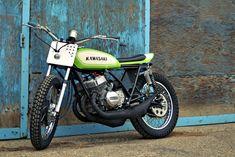 The Mach Chicken: A smoking hot Kawasaki S1 flat tracker    via BikeEXIF
